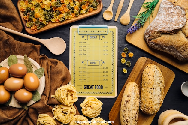 Clip-board-modell mit pizza-design Kostenlosen PSD