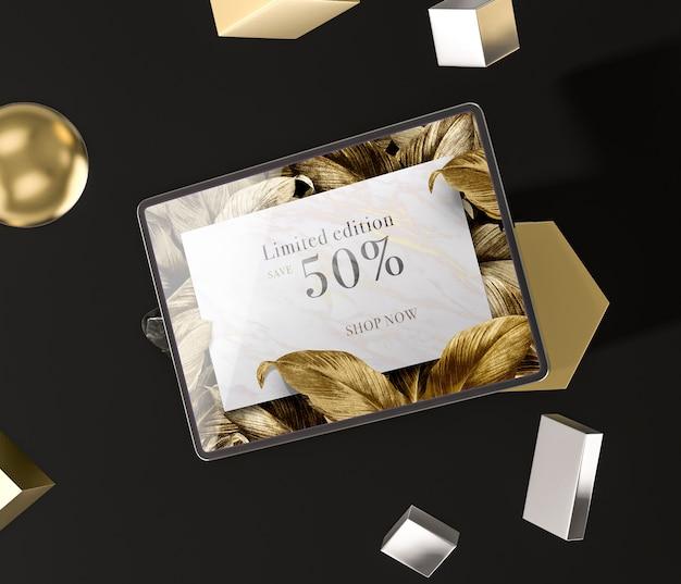 Digitales tablet mit goldenen blättern Kostenlosen PSD