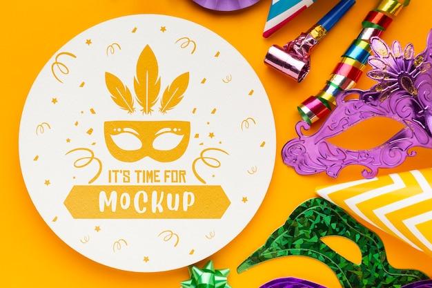 Draufsicht auf karnevalsmasken und party-essentials Premium PSD