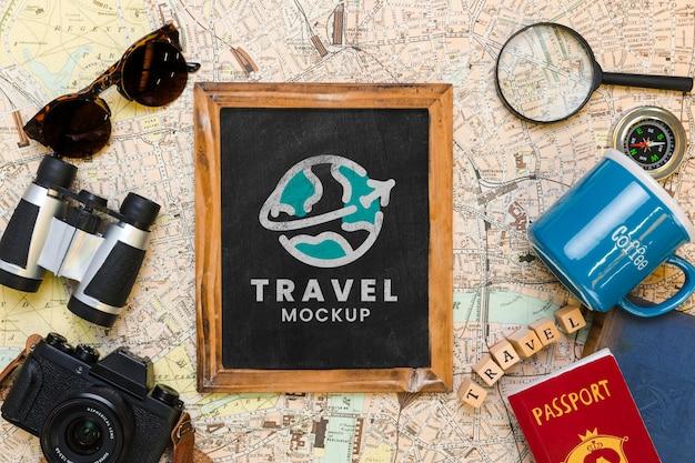 Draufsicht auf rahmen mit anderen reiseutensilien Premium PSD
