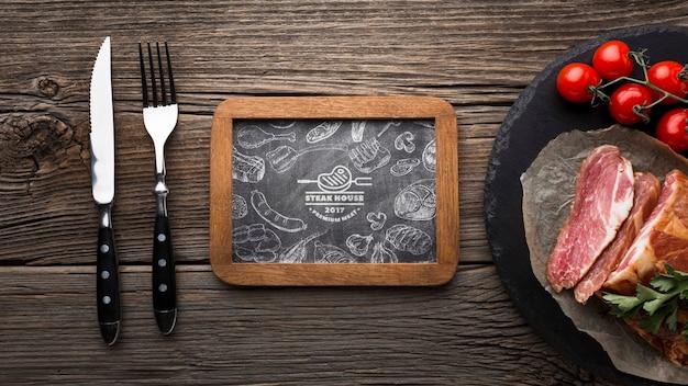 Draufsicht fleischprodukte mit tafelmodell Kostenlosen PSD