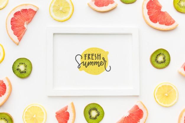 Draufsicht frischer sommer mit früchten Kostenlosen PSD