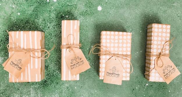 Draufsicht sammlungen von geschenken mit tags Kostenlosen PSD