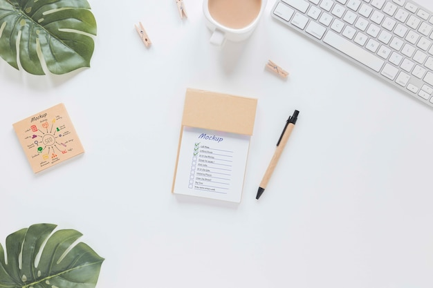Draufsicht-schreibtischkonzept mit modell Kostenlosen PSD