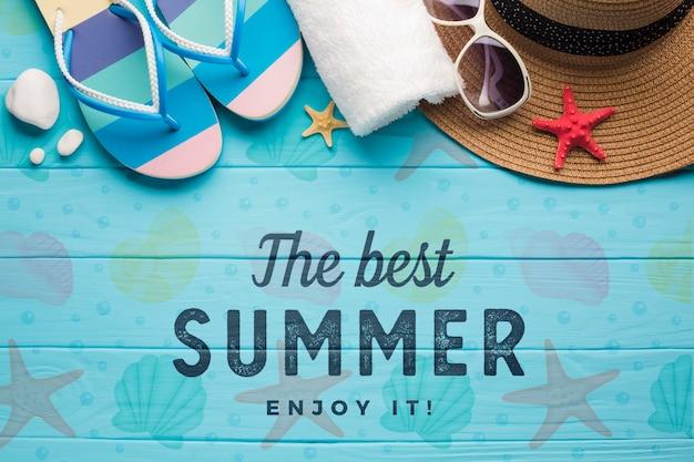 Draufsicht sommer flip flops mit handtuch und sonnenbrille Premium PSD