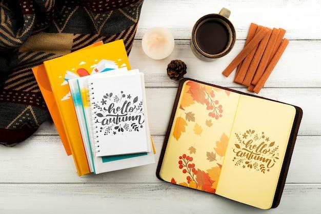 Draufsichtanordnung mit notizbüchern und kaffeetasse Kostenlosen PSD