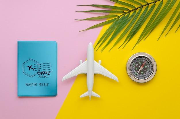 Draufsichtreiseflugzeug und kompass Kostenlosen PSD
