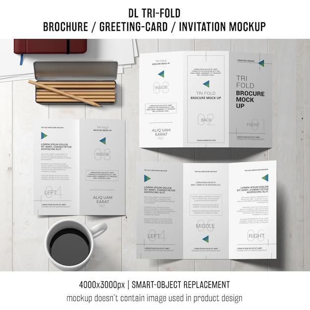 Dreifachgefaltetes broschüren- oder einladungsmodelllebensstilkonzept Kostenlosen PSD