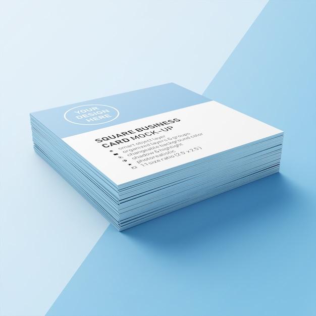 Ein stapel realistische 90 x 50 mm quadratische visitenkarte mit scharfen ecken mockups design-vorlagen in der unteren perspektive anzeigen Premium PSD