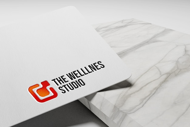 Einfaches geprägtes logo-modell auf weißem papier Premium PSD