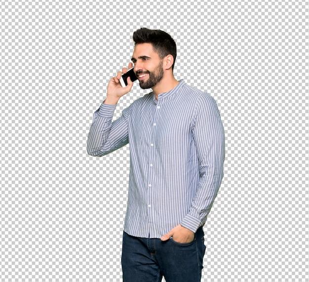Eleganter mann mit dem hemd, das ein gespräch mit dem handy hält Premium PSD