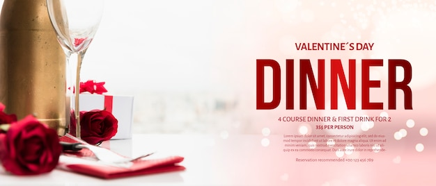 Elegantes valentinsgruß-abendessenmodell Kostenlosen PSD