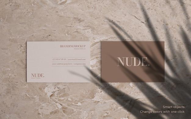 Elegantes visitenkartenmodell mit marmorhintergrund Kostenlosen PSD