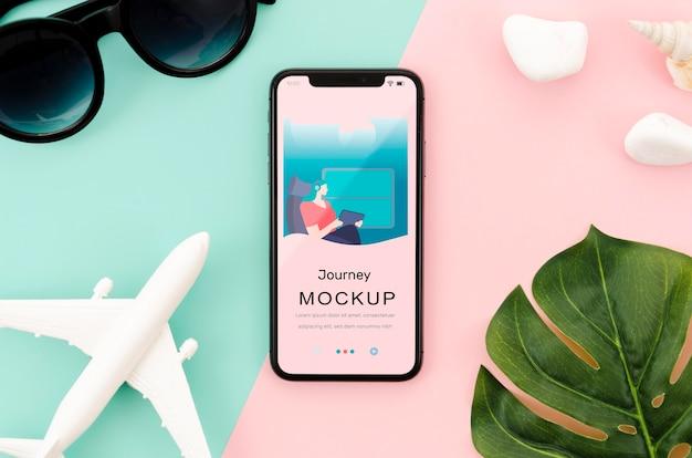 Flach gelegtes smartphone-modell mit blatt Kostenlosen PSD