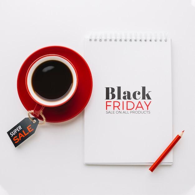 Flache lage schwarzen freitag-konzeptes auf einfachem hintergrund Kostenlosen PSD