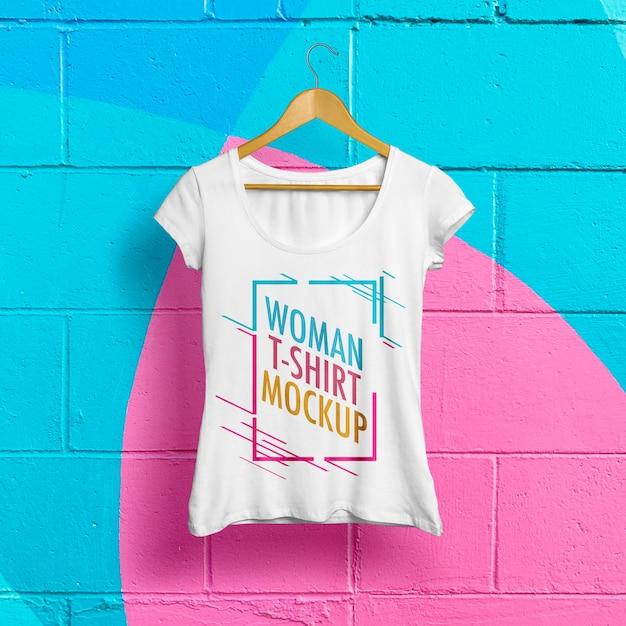 Frauen-t-shirt-modell Premium PSD