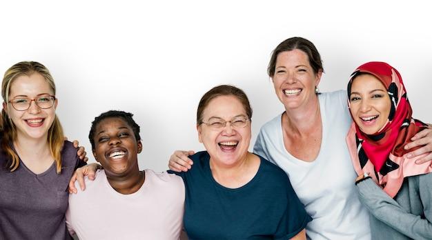 Frauengruppe, die zusammen, feminismus und teamwork-konzept lächelt Premium PSD