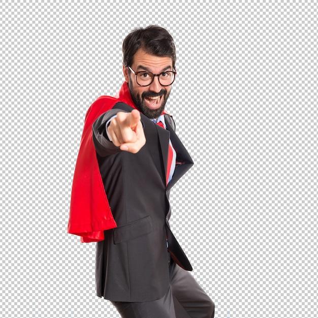 Geschäftsmann gekleidet wie der superheld, der auf die front zeigt Premium PSD