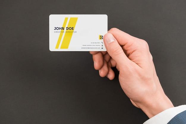 Geschäftsmann mit visitenkarte-modell Kostenlosen PSD
