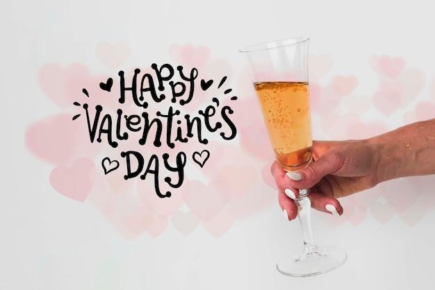 Glas champagner, zum des valentinstags zu feiern Kostenlosen PSD