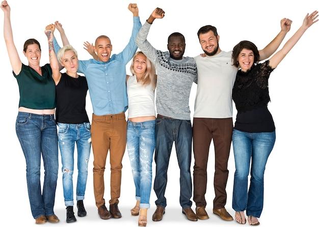 Glückgruppe von leuten drängen und arme, die zusammen lächeln angehoben werden Premium PSD
