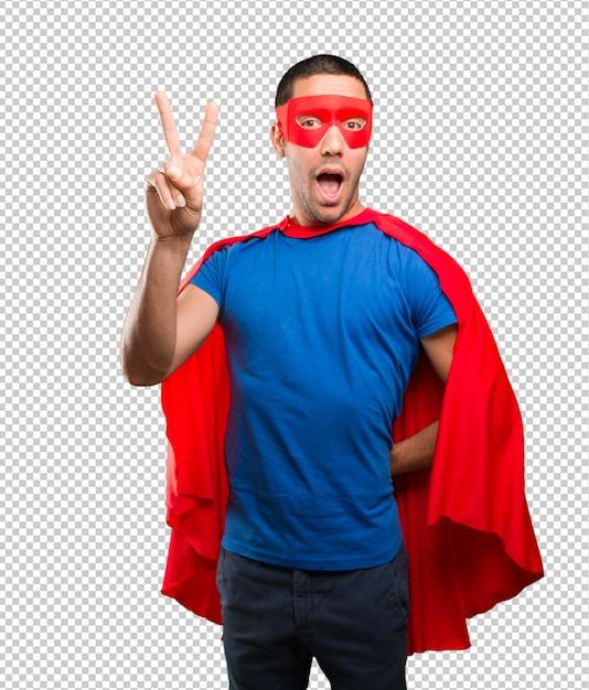 Glücklicher superheld mit siegesgeste Premium PSD