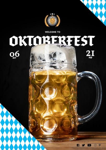 Großer bierkrug der nahaufnahme für oktoberfest Kostenlosen PSD