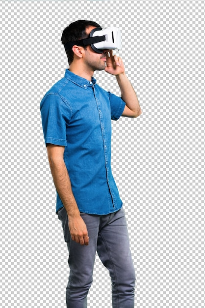 Gut aussehender mann mit blauem hemd unter verwendung der vr-gläser Premium PSD