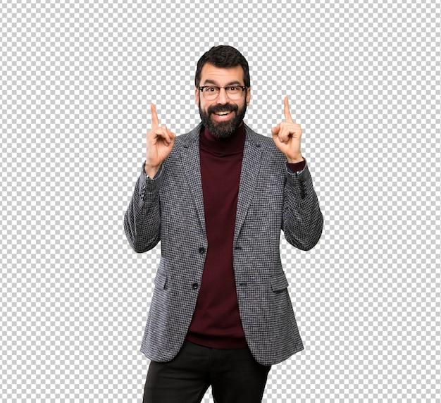 Gut aussehender mann mit brille zeigt eine großartige idee Premium PSD