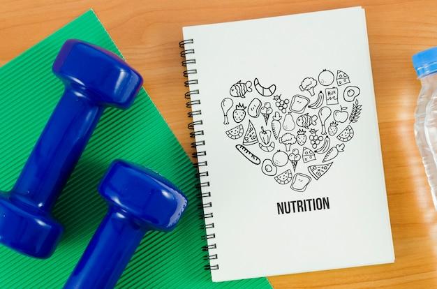 Hände gewichte neben notebook Kostenlosen PSD