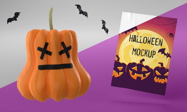 Halloween-kartenmodell neben gruseligem kürbis Kostenlosen PSD