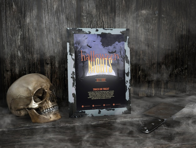 Halloween-nachtrahmenmodell im nebel und im schädel Kostenlosen PSD