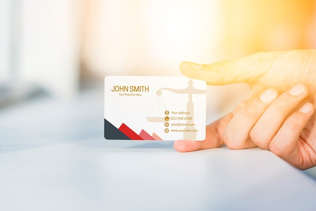 Hand, die visitenkartemodell darstellt Kostenlosen PSD