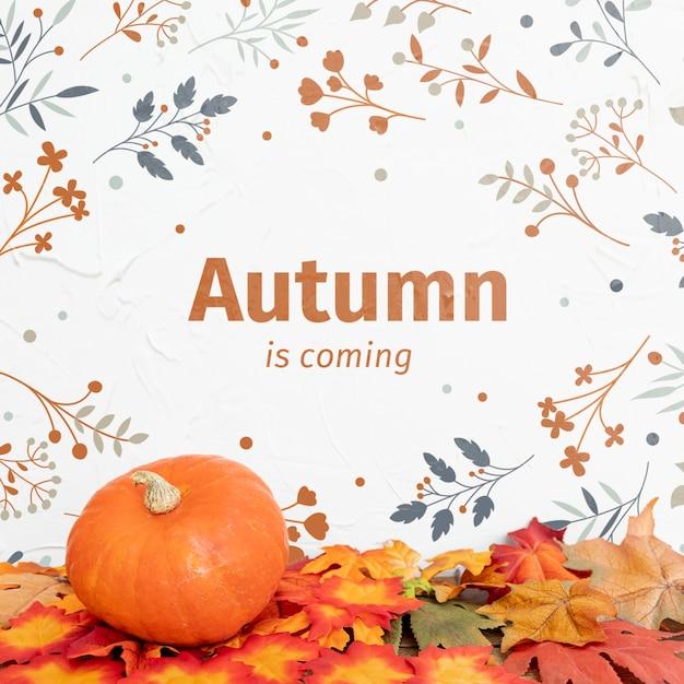 Herbst im kommen mit kürbis und getrockneten blättern Kostenlosen PSD