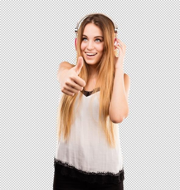 Hörende musik der recht jungen frau auf kopfhörern Premium PSD