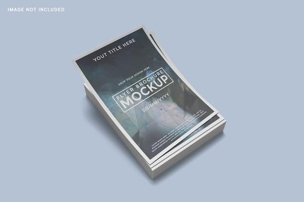 Hoher winkel auf gestapeltem flyer-broschürenmodell Premium PSD
