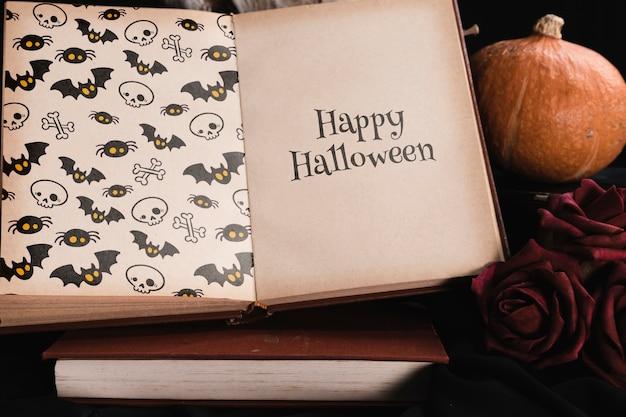 Hoher winkel des halloween-konzeptes mit modellbuch Kostenlosen PSD