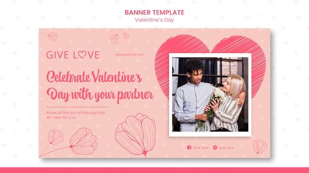 Horizontales banner für valentinstag mit foto des paares Kostenlosen PSD