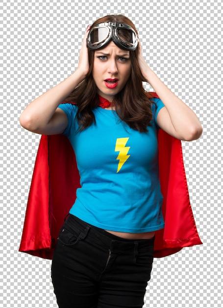 Hübsches superheldmädchen, das ihre ohren bedeckt Premium PSD