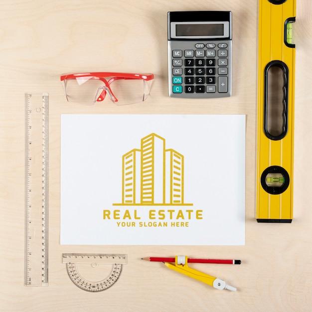 Immobilienlogo mit ausrüstung Kostenlosen PSD