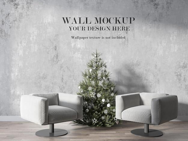 Innentapetenmodell hinter künstlichem weihnachtsbaum Premium PSD