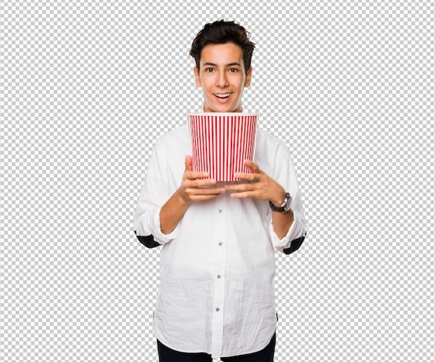Jugendlicher, der einen popcorneimer hält Premium PSD