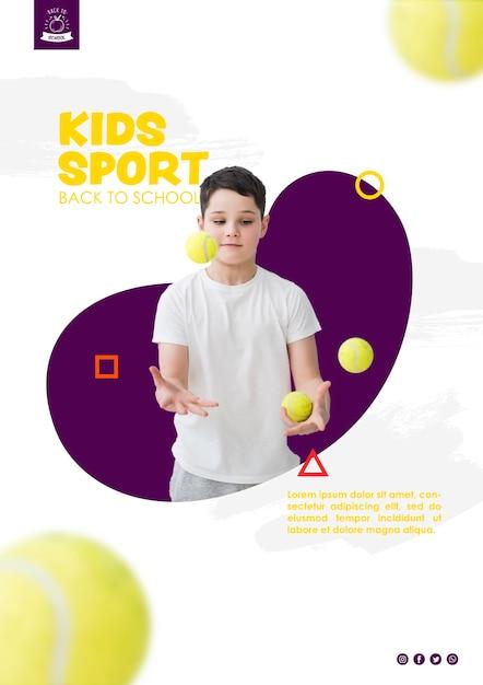 Junge, der mit tennisbällen jongliert Kostenlosen PSD
