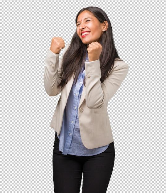 Junge indische geschäftsfrau sehr glücklich und aufgeregt Premium PSD