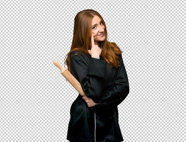 Junge rothaarigecheffrau, die zur front schaut Premium PSD
