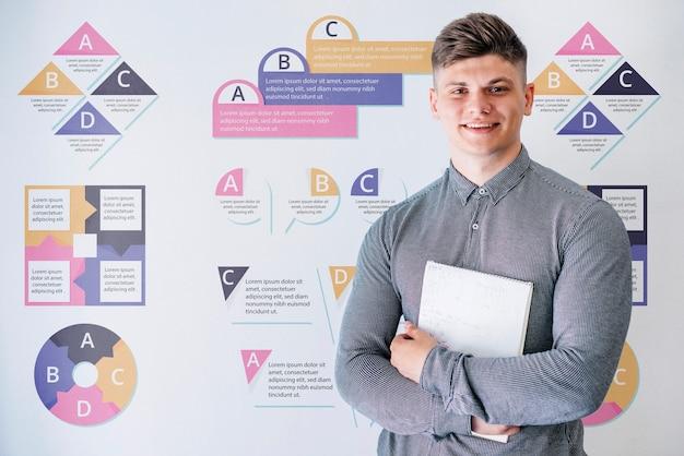 Junger mann an der universität, die buch hält Kostenlosen PSD