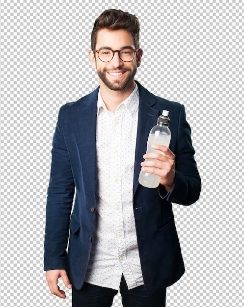 Junger mann, der eine erfrischung trinkt Premium PSD