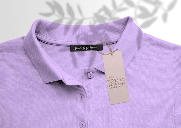 Langes etikett auf dem hintergrund von polot-shirts. mit schatten Premium PSD