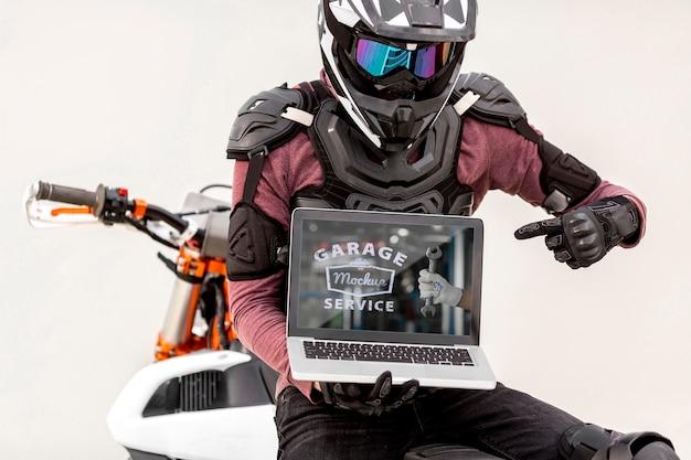 Laptop auf einem motorrad Kostenlosen PSD