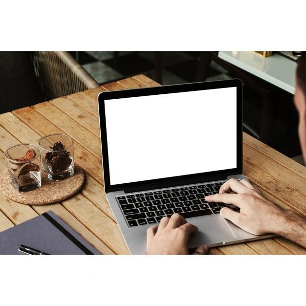 Laptop mock-up-design Kostenlosen PSD